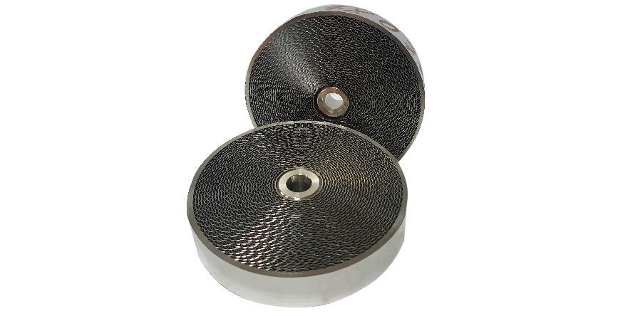 Fot. 1. Jednostka filtra płomienia z prześwitami powstałymi ze zwinięcia dwóch pasków stali – gładkiego i karbowanego