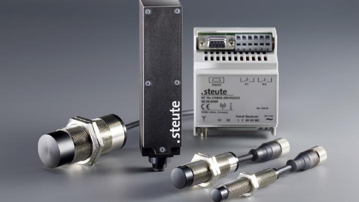 """Fot. 3. Linia produktów """"Wireless Ex"""" obejmuje czujniki indukcyjne współpracujące z uniwersalnym modułem transmisyjnym, odpowiedzialnym również za dostarczanie czujnikom energii"""