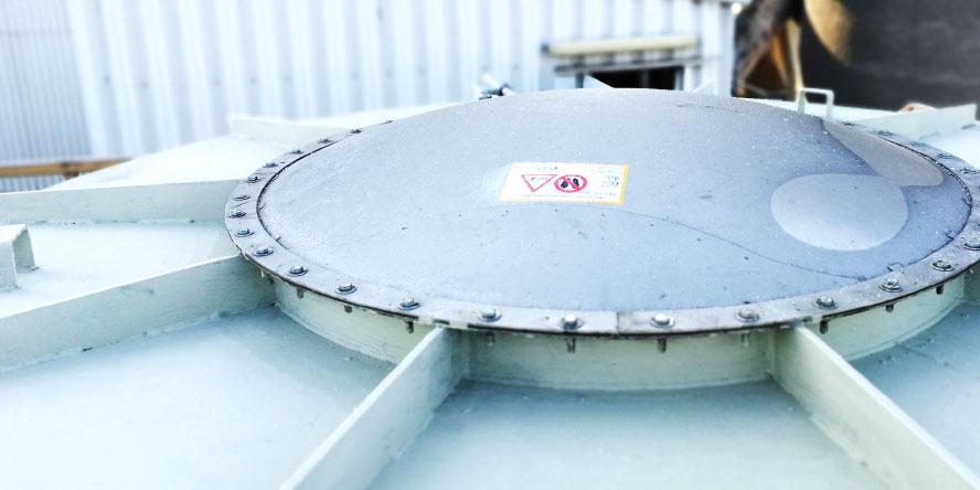 Fot. 5. Diverter zabudowany certyfikowanym panelem odciążającym z czujnikiem otwarcia, zabezpieczający rurociąg transportujący pył węglowy pionowo w dół z młyna do filtra. Źródło: materiały własne GRUPA WOLFF
