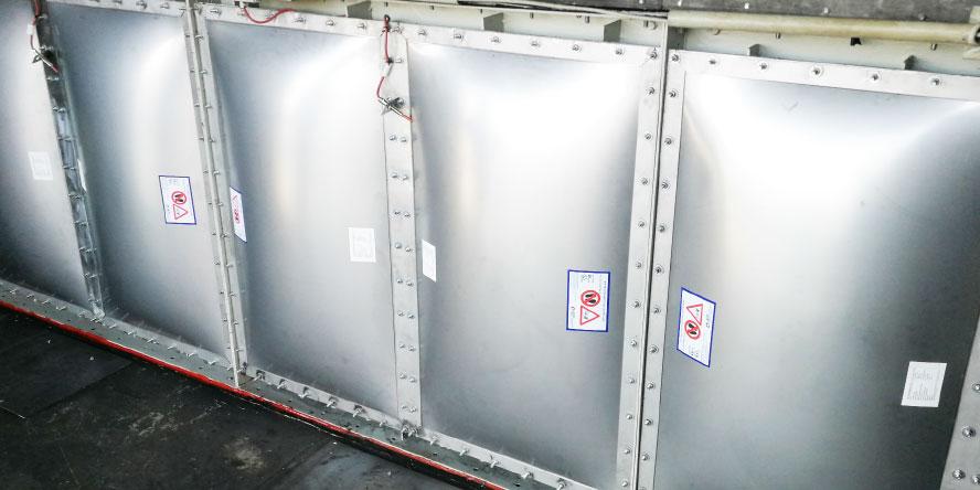 Fot. 6. Certyfikowane panele dekompresyjne z czujnikami otwarcia zabudowane na filtrze – prace uwzględniały wykonanie projektu i montaż ram adaptacyjnych dla nowych paneli. Źródło: materiały własne GRUPA WOLFF