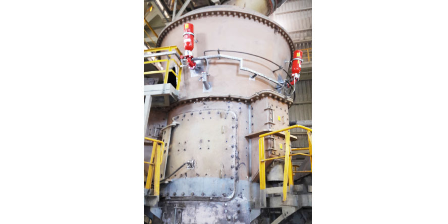 Fot. 4. Młyn rolowo-misowy zabezpieczony systemami tłumienia i odsprzęgania wybuchu typu HRD, które w przypadku wybuchu zapewnią ochronę aparatu. Źródło: materiały własne GRUPA WOLFF