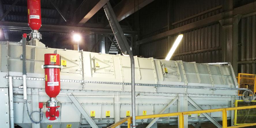 Fot. 3. Zabudowany taśmociąg dostarczający miał węglowy z hali węgla do zbiornika miału węglowego, zabezpieczony za pomocą systemu odsprzęgania wybuchu typu HRD na zasypie do zbiornika. Źródło: materiały własne GRUPA WOLFF